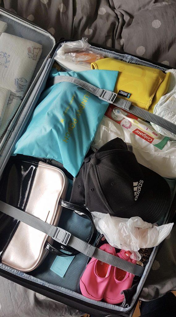 Kufferten er mere eller mindre fuldt pakket nu